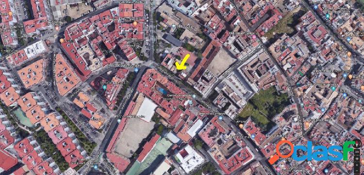 TRIANA. Solar de 196 m2 con proyecto básico y licencia