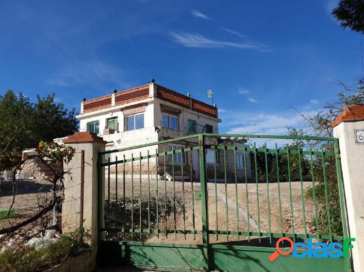 VIVIENDA INDEPENDIENTE PARA REFORMAR CON PARCELA DE 2360 m2