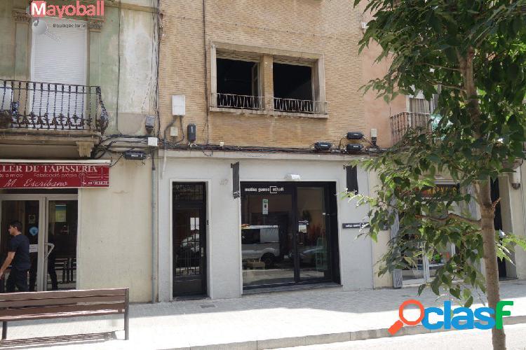 Vivienda y local en primer piso en calle Olzinelles, al lado