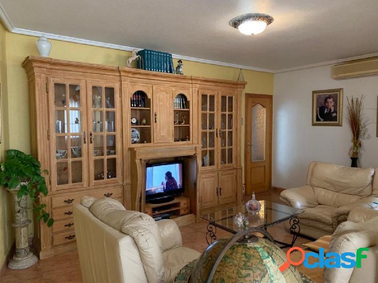 Apartamento de 4 dormitorios a 500m de la playa del cura
