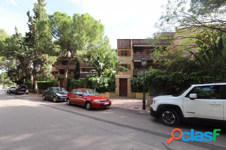 Apartamento dúplex en urbanización Santa Barbara