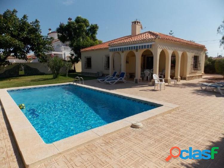Bonito Chalet independiente con piscina privada en Torreta