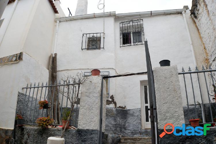 Casa antigua en Paterna del Rio.