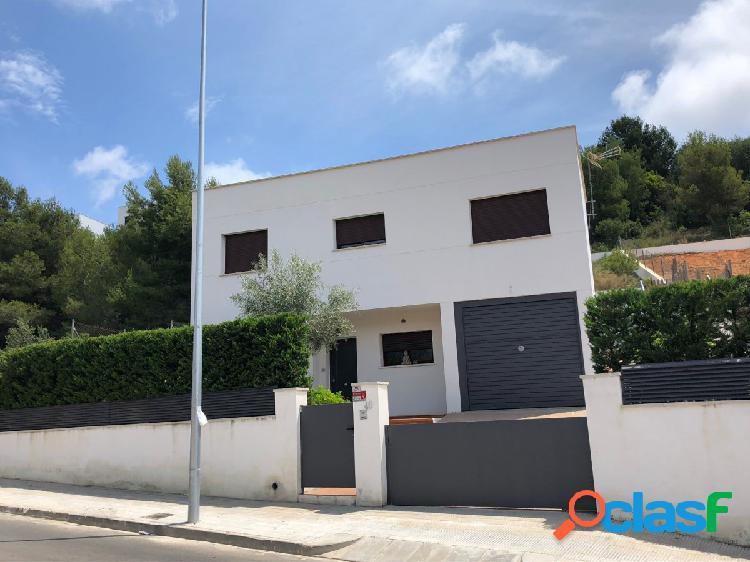 Casa semi-nueva en Segur de Calafell con más de 600 m2