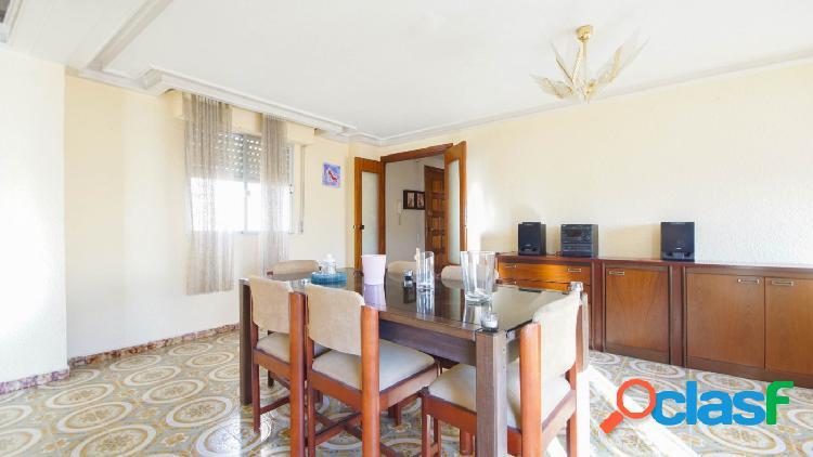Enorme piso en el centro de Torrevieja!