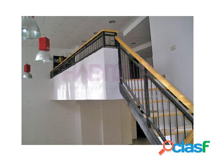 Local en esquina, reformado. 75 m2 + naya de 45 m2. 390 €