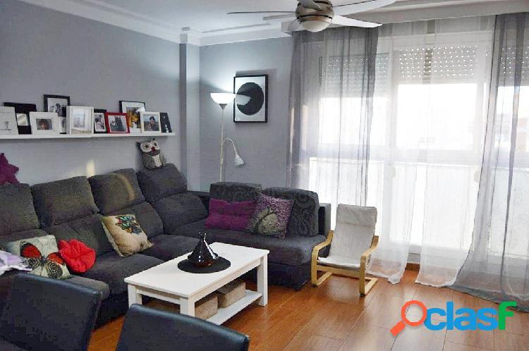 Piso de 90m2 con 3- dormitorios y garaje subterráneo!!