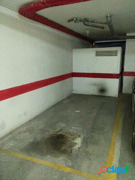 Plaza de garaje con trastero en parking comunitario