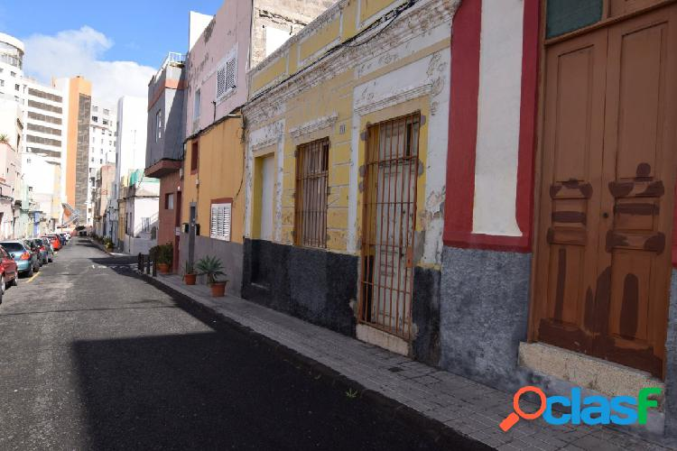 Venta de casa terrera a reformar en Guanarteme.