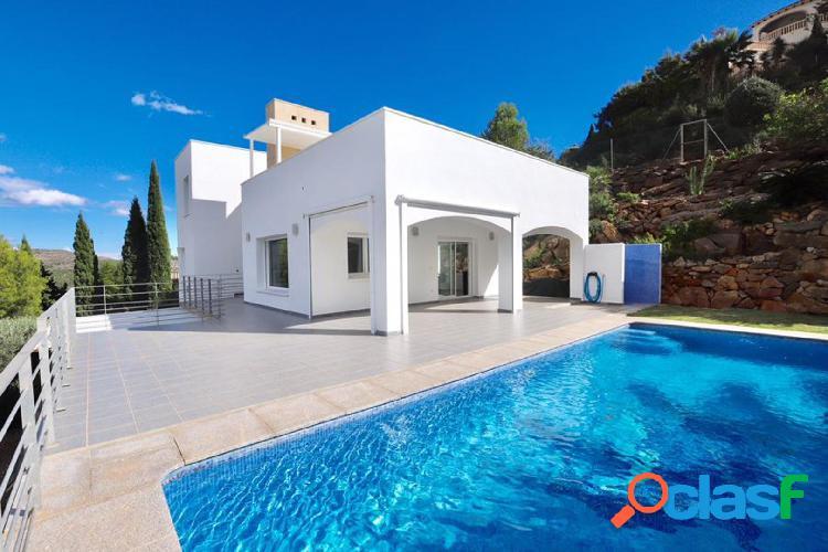 Villa en venta con vistas al mar