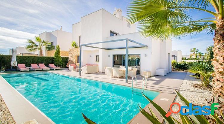 Villa moderna y muy hermosa ubicada en la Costa Blanca en la