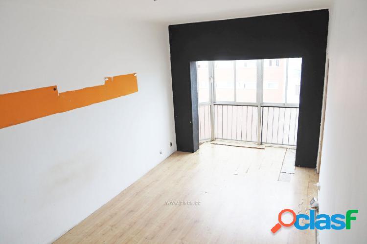 Ático de tres dormitorios con muchas posibilidades en Poble