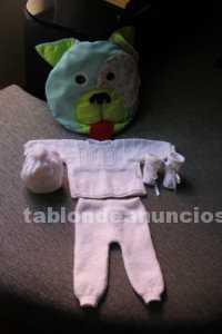 Conjunto de bebé con jersey, pantalón, botitas y capota