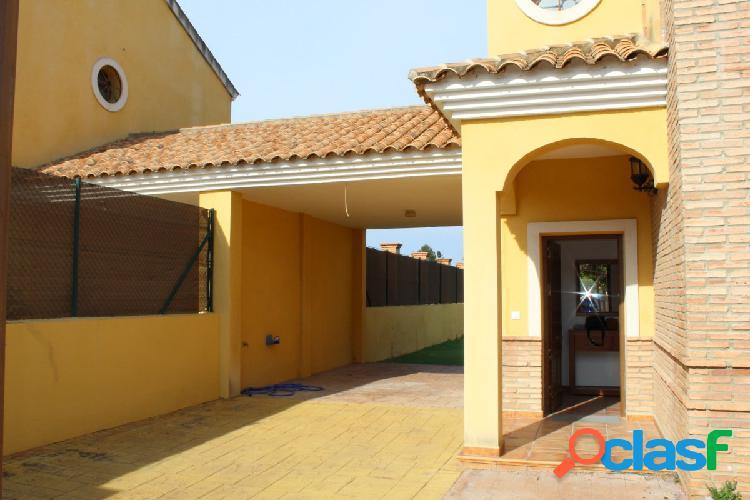 Casa Independiente en urbanización