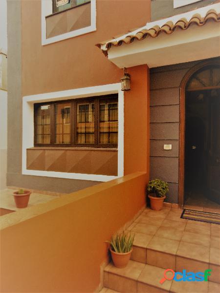 Casa adosada en Venta en El Rosario, S. C. Tenerife
