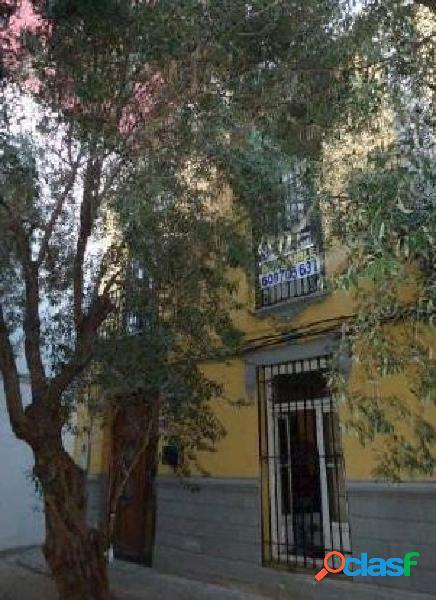 Casa con patio cerca del centro de Valencia
