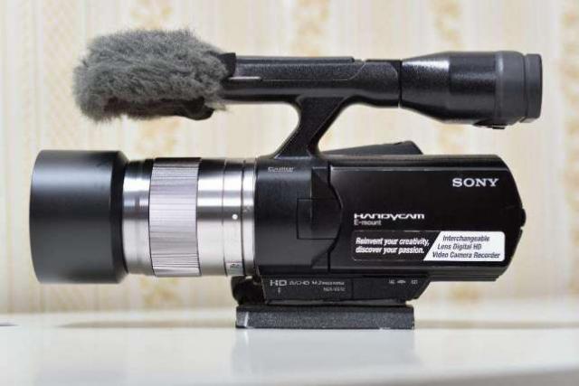 Cámara de vídeo profesional Sony NEX-VG10