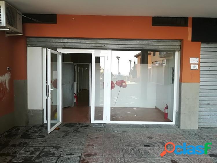 Local comercial de 140 m2 construidos en el Barrio de