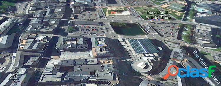 Local comercial de grandes dimensiones en pleno centro de