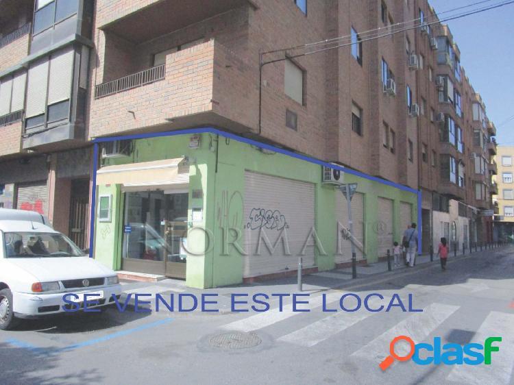 Local junto Universidad La Merced haciendo esquina todo