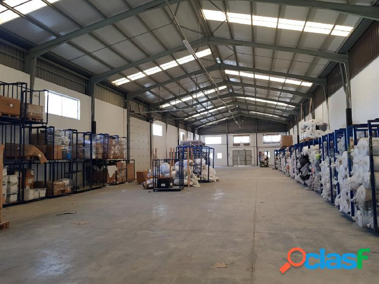 Nave y terreno industrial en venta en el poligono industrial