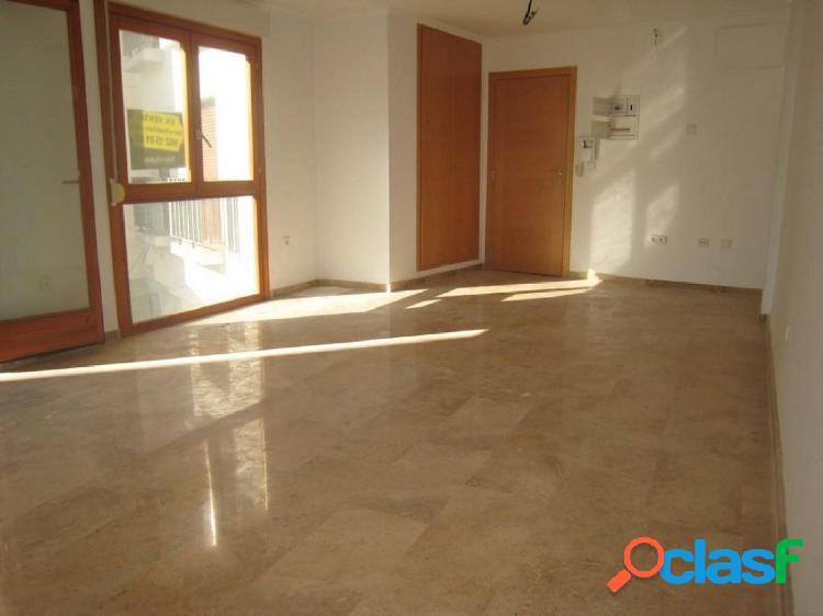 Piso de 3 dormitorios, 2 baños y terraza en Oliva