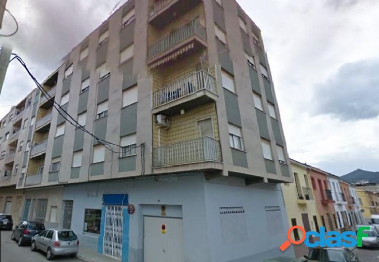 Piso de 4 dormitorios y 2 baños en Villalonga