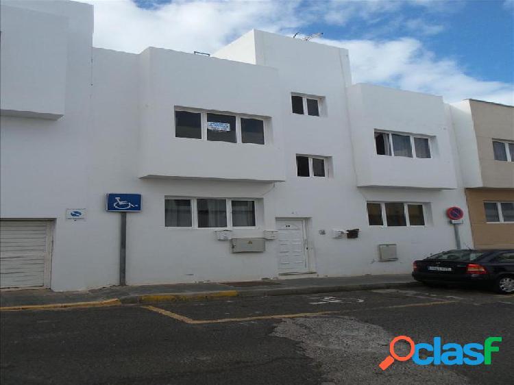 Piso en venta en Arrecife, Las Palmas en Calle Antonio El