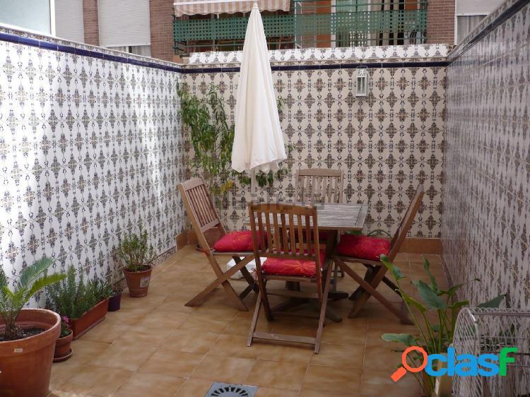 Se vende piso con amplia terraza en El Ranero