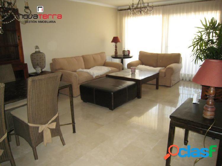 Se vende piso con excelentes calidades en el Centro.