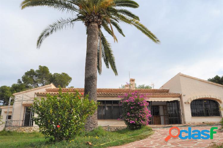 Villa para renovar con muchas posibilidades en Moraira