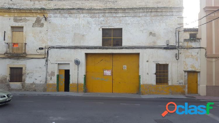 AMPLIA NAVE INDUSTRIAL EN EL CENTRO DE JEREZ...