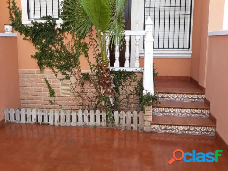 Casa en venta en Torrevieja, Alicante en Urbanización El