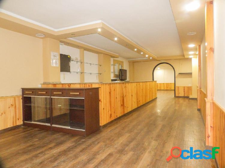 Local comercial destinado a bar + oficinas en venta en Olesa