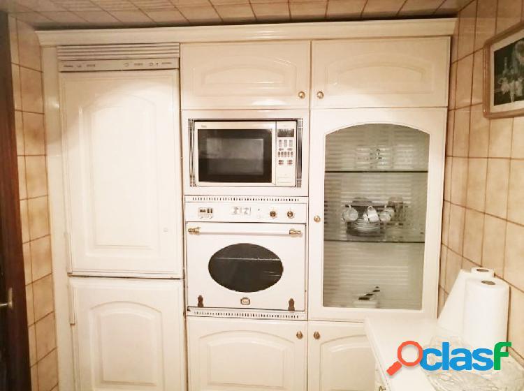 Urbis te ofrece un piso en venta en la zona de Plaza del