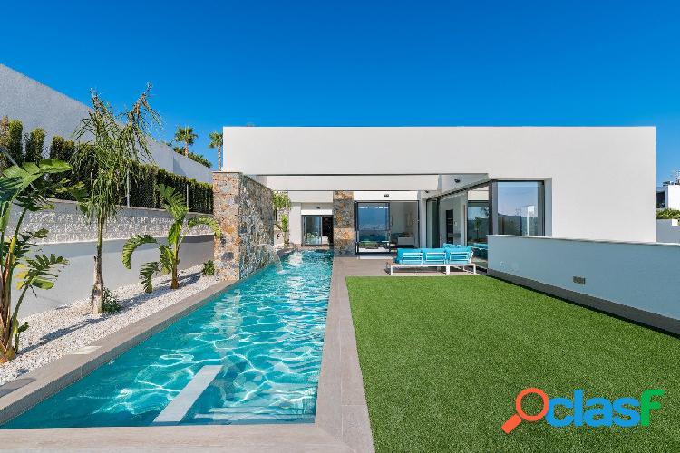 Villa exclusiva con 600m2 de parcela con piscina y jardín,