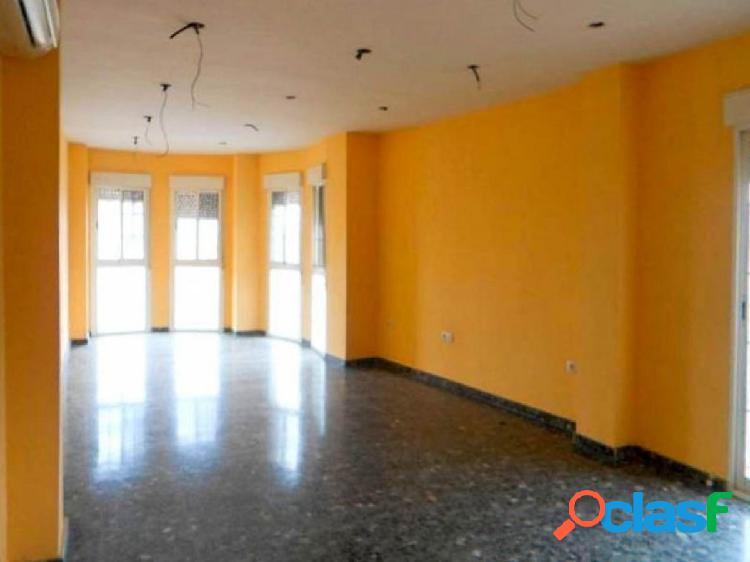 Amplio y luminoso piso de 3 dormitorios situado en la