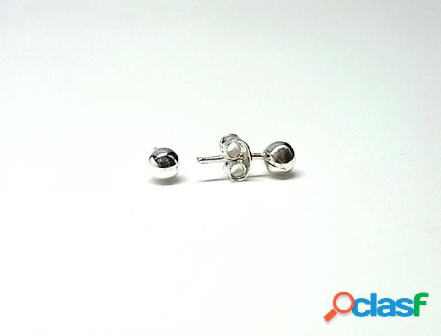 Pendientes de plata de ley bolas de 4 mm.
