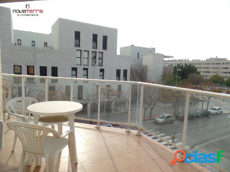 Se alquila piso con garaje, trastero y urbanización en zona