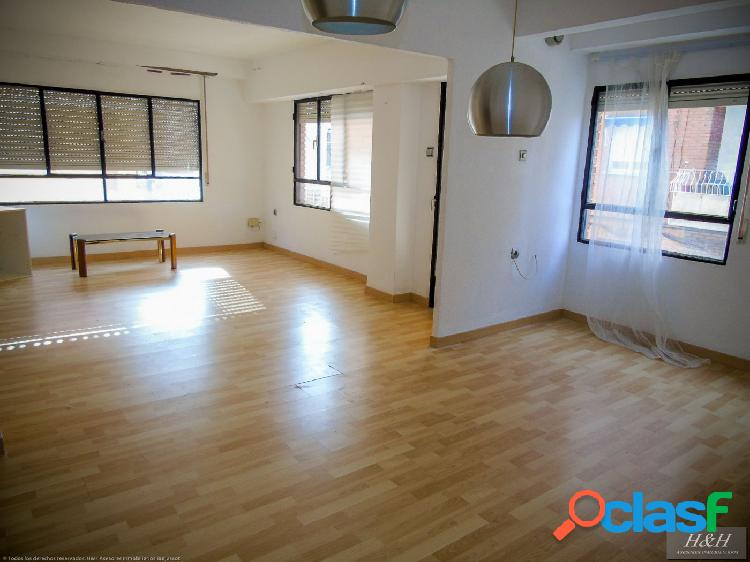 Se vende piso reformado en Zona Ermita. / HH Asesores,