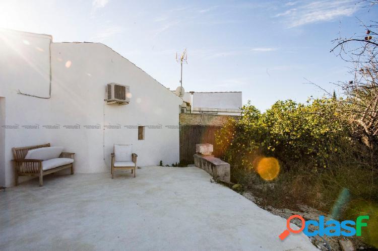 Acogedora casa con gran parcela en Villajoyosa