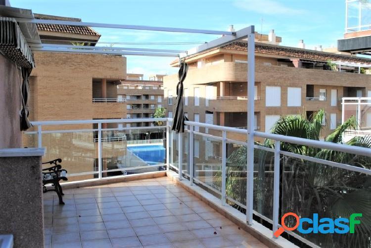 Apartamento en urbanización con piscina a solo 150m de la