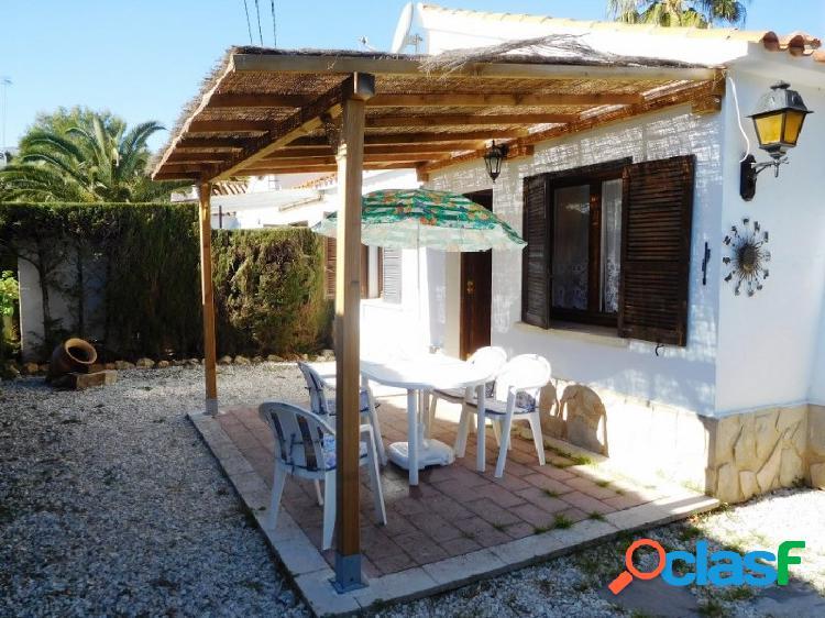 Casa adosada en urbanización a 2,5 km del casco urbano