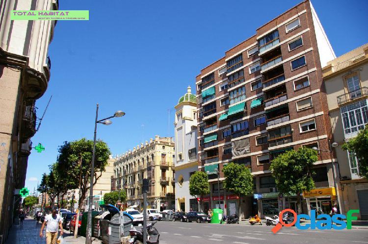 Ref.00511 se VENDE piso 2 hab. junto al Puerto, ubicado en