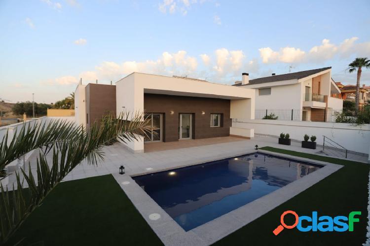 Chalet estilo moderno con piscina privada y jardín para