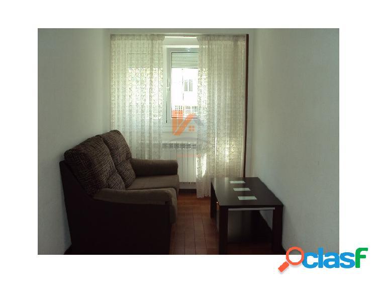 Se alquila apartamento de 2 habitaciones en Plaza Marcial
