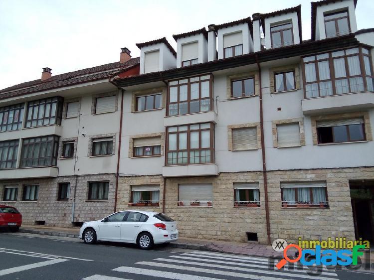 Se vende amplio piso de dos dormitorios con vistas al rio en