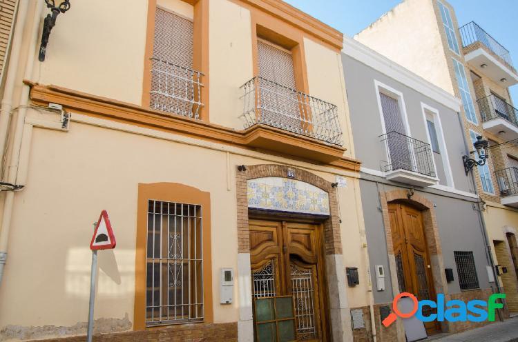 Se vende ideal casa de pueblo en Albalat dels Sorells.