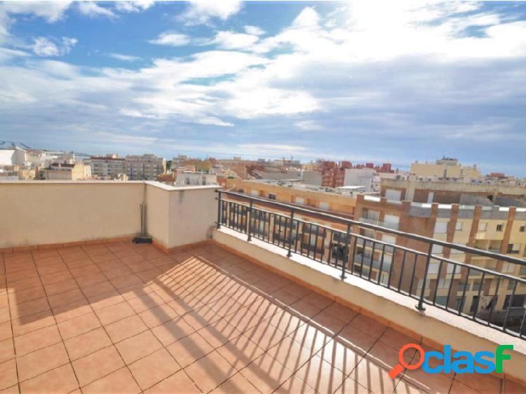 Ático de 3 habitaciones con vistas al mar y gran terraza