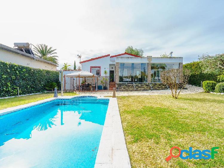 Casa en venta de 240m² en Calle Macarena 16, 41907